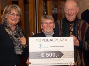 Oliebollentoernooi 2019 winnaar Topdealplaza cheque